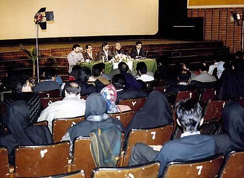 سید مرتضی آوینی در جمع داروران نهمین جشنواره فیلم فجر