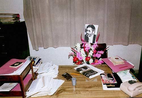 دفتر کار شهید سیدمرتضی آوینی در ماهنامه «سوره»، چند روز پس از شهادتش