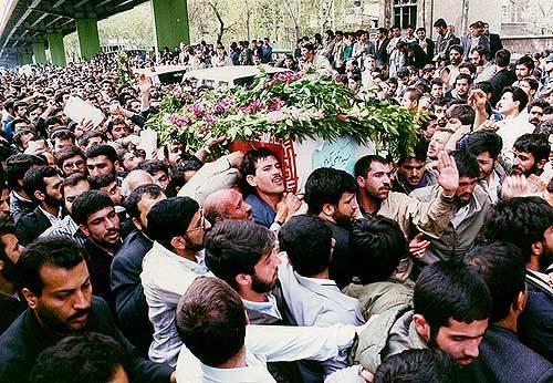 تشییع پیکر شهید آوینی در تهران