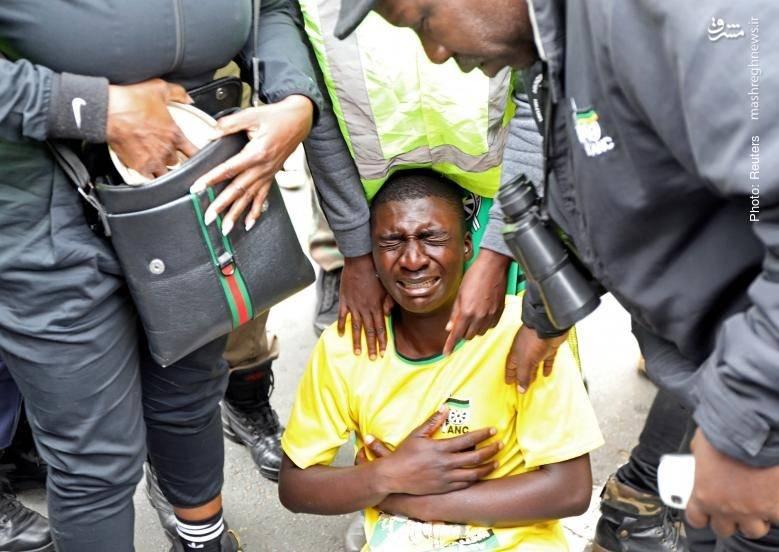 ورود پلیس آفریقای جنوبی به درگیری هواداران و مخالفان زوما پس از درخواست احزاب منتقد جهت استیضاح رئیسجمهور