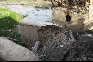 عکس/ ریزش بخشی از پل تاریخی شهرستان آق قلا