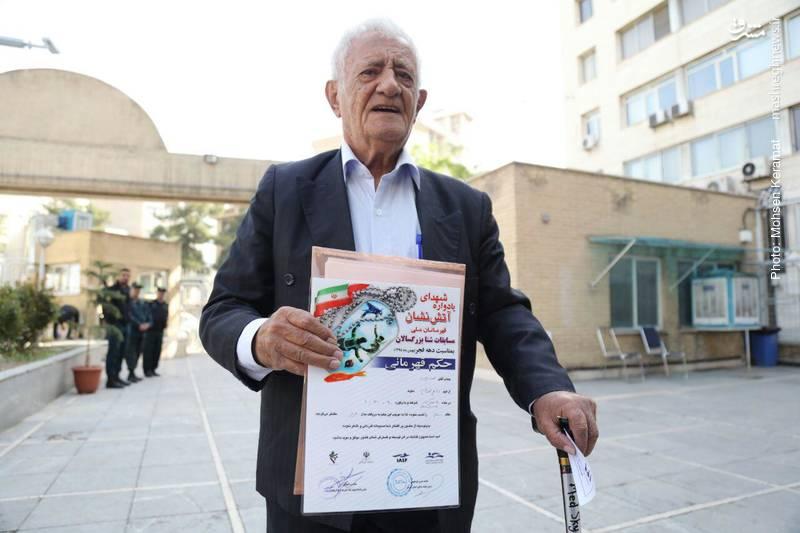 ثبت نام پیرمرد 88 ساله در انتخابات
