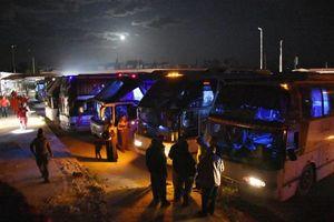 عکس/ انتقال افراد غیر نظامی از فوعه کفریا