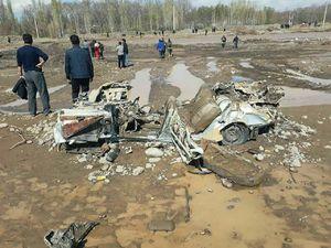 عکس/ لاشه عجیب ماشین بیرون آمده از سیل آذرشهر