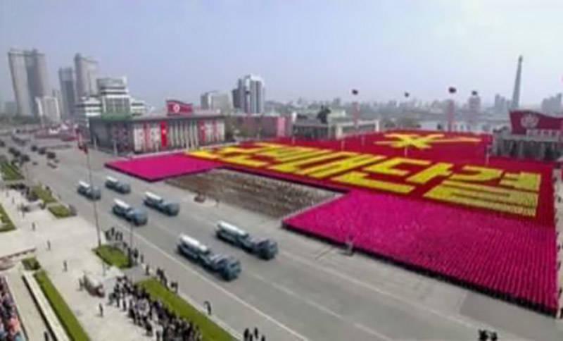 رونمایی از موشک بالستیک و رژه نیروهای مسلح کره شمالی