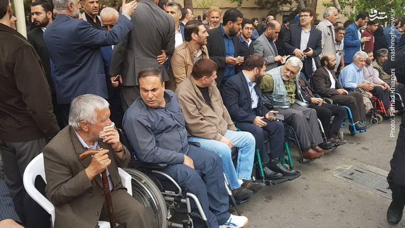 حامیان قالیباف در مقابل وزارت کشور