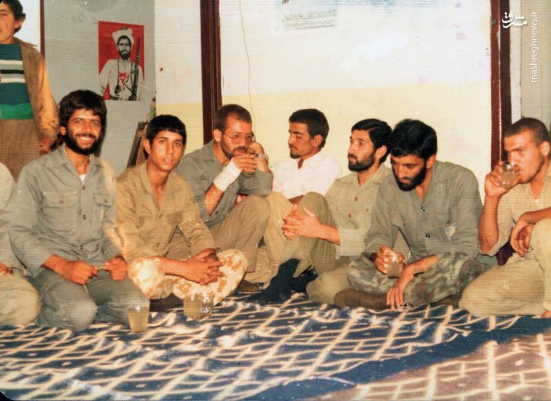 از راست: تقی رستگار مقدم، حاج احمد متوسلیان، جواد اکبری، ناشناخته، شهید رضا چراغی(با دست پانسمان شده)، ناشناخته، شهید عباس کریمی قهرودی