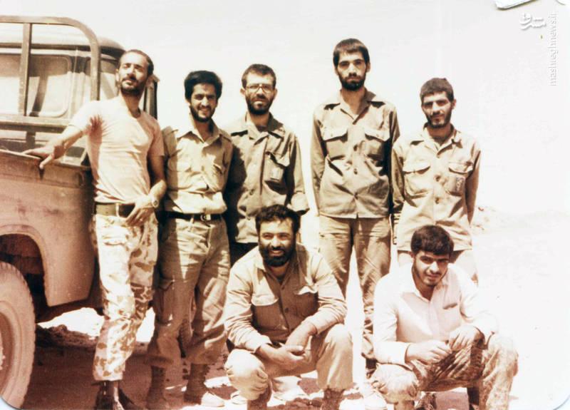 شهید رضا چراغی(ایستاده، نفر وسط)، شهید حسن زمانی(ایستاده، نفر دوم از چپ)، شهید مختار سلیمانی(نشسته، نفر سمت چپ)