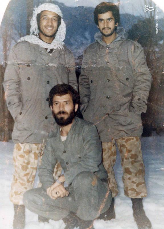 شهید رضا چراغی(نشسته)، شهید حسن زمانی (ایستاده، نفر سمت راست)