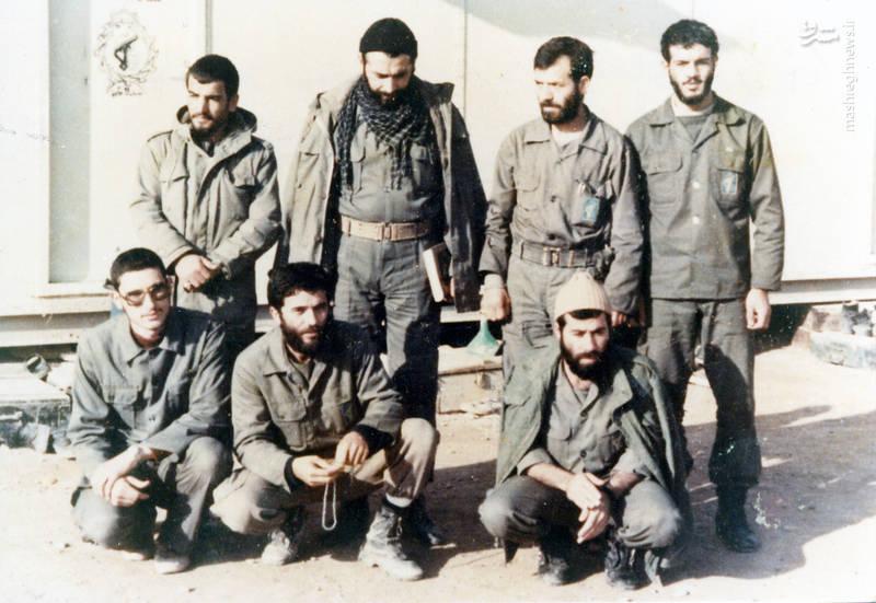 شهید رضا چراغی (ایستاده، نفر دوم از راست)، شهید حاج محمد عبادیان(ایستاده، نفر دوم از چپ)، شهید مجید رمضان(نشسته، نفر اول از راست)، شهید عباس محمدورامینی(نشسته، نفر وسط)