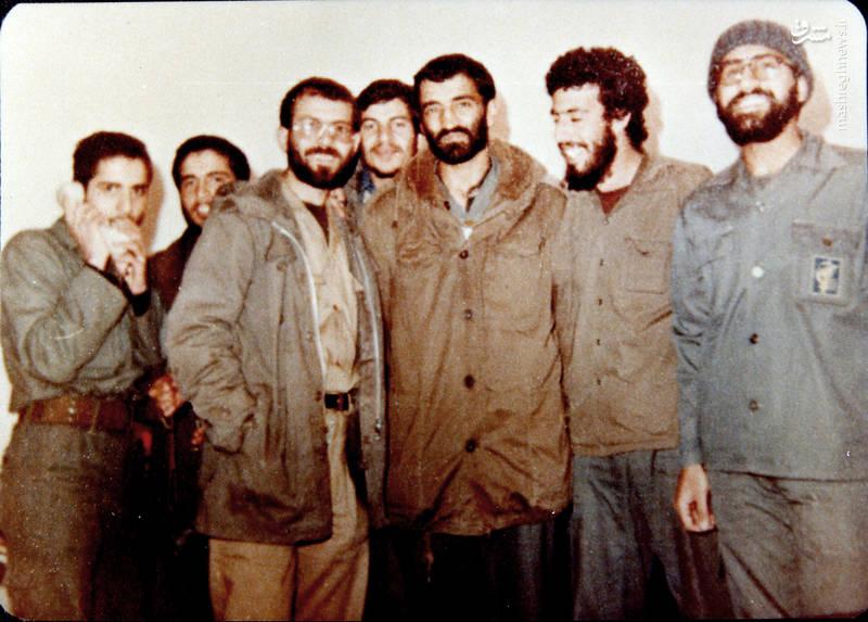 حاج احمد متوسلیان(نفر سوم از راست) و شهید«رضا چراغی(نفر سوم از چپ)