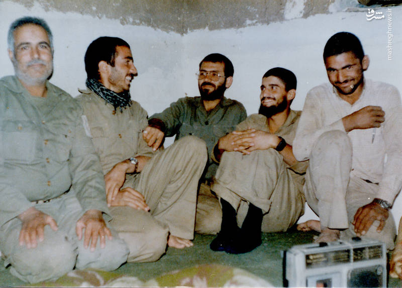 شهید اکبر زجاجی(نفر دوم از راست)، شهید رضا چراغی(نفر وسط)