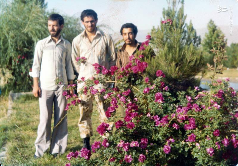 رضا چراغی (نفر اول از چپ) و شهید سید محمدرضا دستواره(نفر وسط)