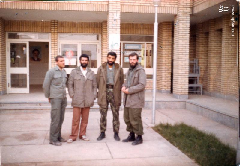 شهید رضا چراغی(نفر اول از راست)، حاج احمد متوسلیان و تقی رستگارمقدم(نفر اول از چپ)