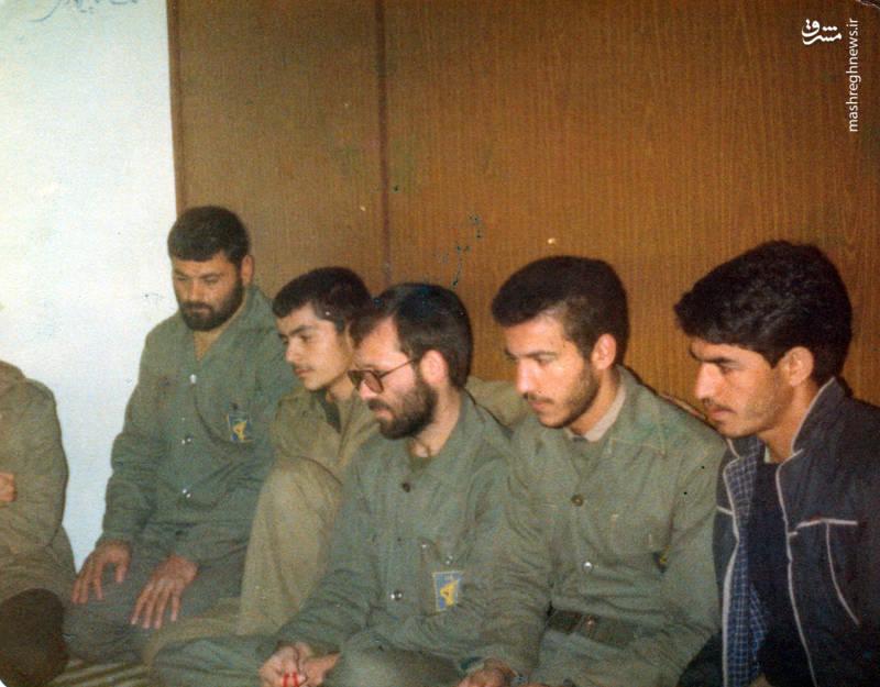 شهید رضا چراغی(نفر سوم از است)، شهید علی اکبر حاجی پور امیر(نفر اول از چپ)