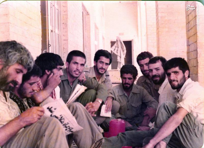 شهید رضا چراغی ۰نفر دوم از راست)، شهید حسن زمانی(نفر پنجم از راست)