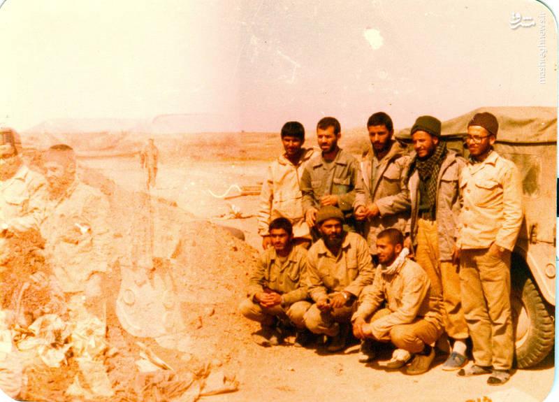 شهید حاج محمد ابراهیم همت(ایستاده، نفر وسط)شهید رضا چراغی(ایستاده، نفر دوم از چپ)