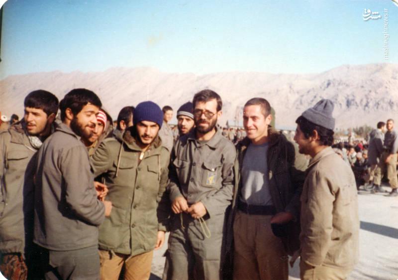 شهید رضا چراغی (نفر سوم از راست)