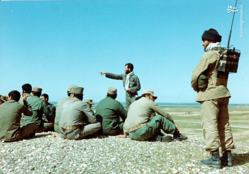 رضا چراغی در حال توجیه نیروهای تحت امرش