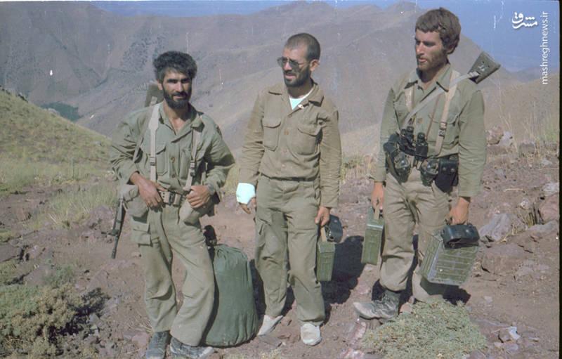 شهید محمدتقی پکوک(نفر اول از راست)، شهید رضا چراغی(نفر وسط)