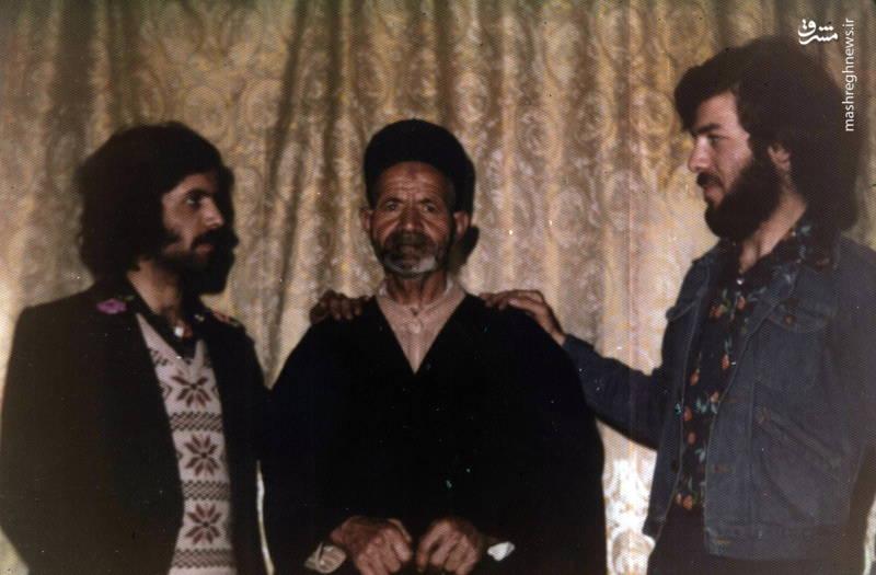 رضا چراغی(نفر اول از راست) و پدرش(ـنفر وسط)