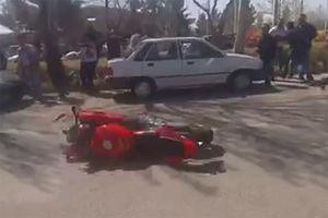 فیلم/ تک چرخ زدن و تصادف در دانشگاه ارومیه