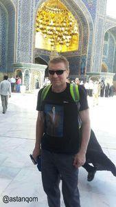 تصویر امام خمینی(ره) روی پیراهن توریست روسی