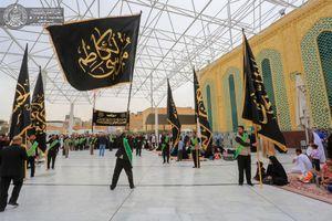 عکس/ عزاداری خادمین حرم علوی در روز شهادت امام کاظم(ع)