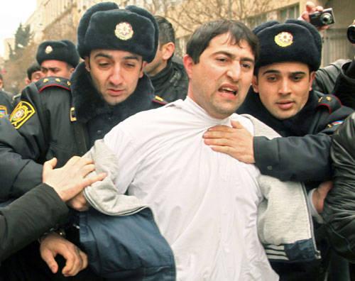 از برگزاری یک هفته در میان نماز جمعه تا بازجویی از زائران کربلا و مشهد در جمهوری آذربایجان