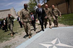 وزیر دفاع آمریکا: با روسیه و طالبان برخورد میکنیم