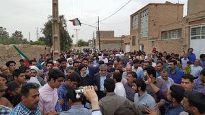 حجت الاسلام رئیسی پس از ورود به استان یزد در جمع مردم روستای فهرج حاضر شد.