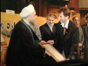 عکس/ تقدیر روحانی از ب. ز !