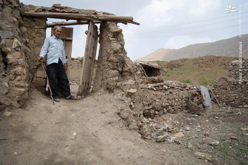 بارش شدید باران های اخیر باعث تخریب دیوار های منازل شده است