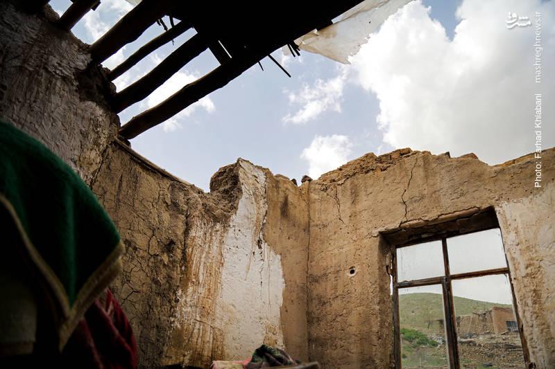سقف خانه زن و شوهری جوان در پی بارش باران طی26ساعت فروریخت