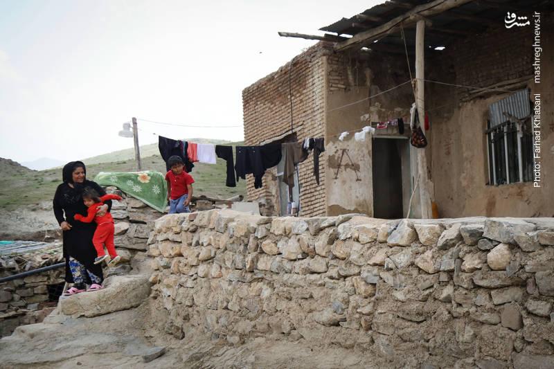 این روستا محروم از هرگونه مشاور و مرکز درمانی و بهداشتی است