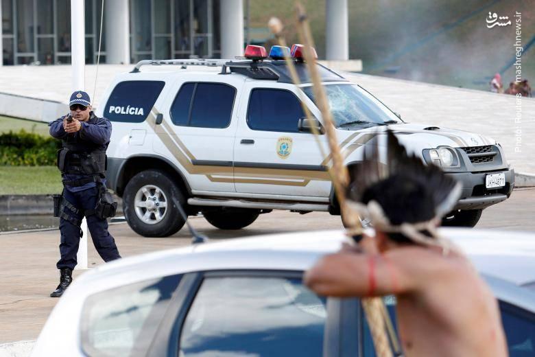 دوئل پلیس با تظاهرات بومیان در برازیلیا در اعتراض به نقض حقوق آنها