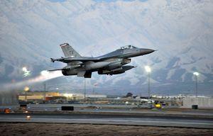 سقوط جنگنده اف ۱۶ آمریکا دقایقی پس از پرواز
