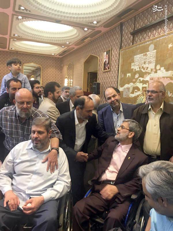 جانباز سید جواد شرفی با یک همسر شهید لبنانی ازدواج کرده است و مراسم ازدواجشان در هتل استقلال تهران برگزار شد