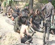 معدنچیان نجات یافته از حادثه انفجار در معدن زغال سنگ،نگران همکاران خود در محوطه بیرون معدن اشک میریزند