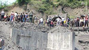 فیلم/ تلاش برای نجات معدنچیان محبوس در شهر آزادشهر