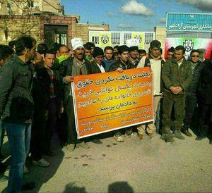 عکس/ تجمع اعتراضی معدنچیان آزادشهر در دیماه ٩٤