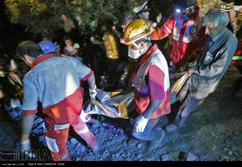 خارج کردن اجساد شماری از جانباختگان حادثه معدن یورت