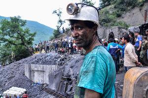 عکس/ نگاه نگران یک معدنچی