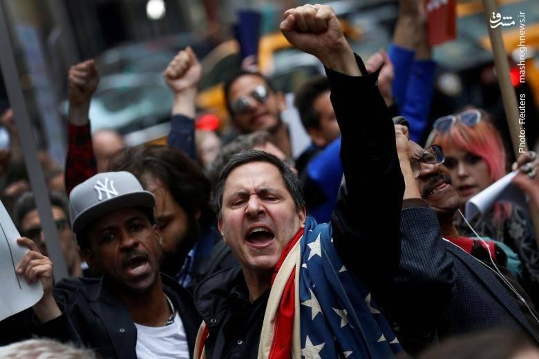 تظاهرات معترضان به دولت ترامپ در نیویورک همزمان با ورود او به برج خود