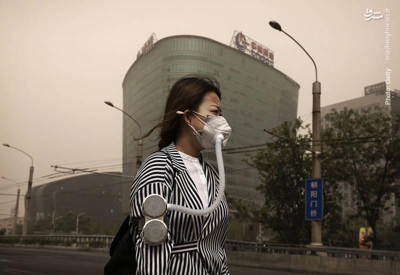 حفاظت شهروندان چینی از خود برابر تندبادهای بهاره در پکن