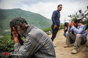عکس/ چشمان گریان خانواده معدنچیان