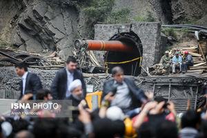 عکس/ توقف امدادرسانی به معدنچیان هنگام سخنرانی روحانی!