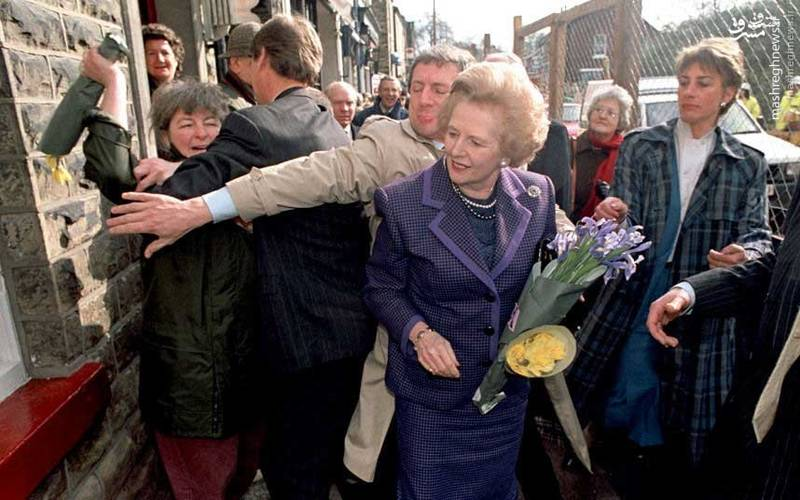 حمله معترضین به مارگارت تاچر، نخست وزیر اسبق انگلیس
