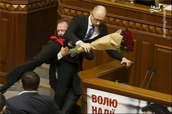 حمله یکی از نمایندگان پارلمان اکراین به رئیس جمهور این کشور