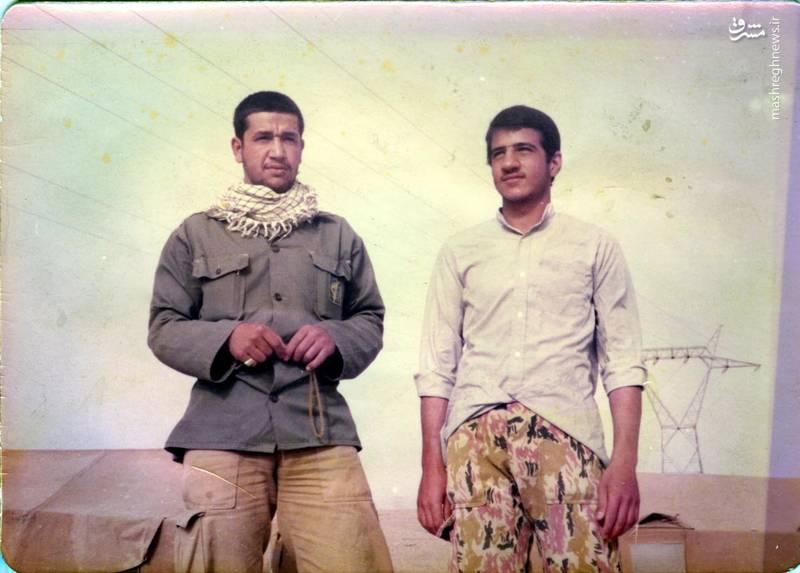 شهید «حاج حسین اسکندرلو» فرمانده گردان حضرت علی اصغر(علیه السلام) نفر سمت چپ